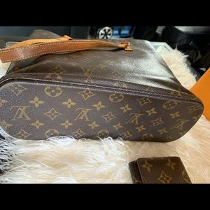 Louis Vuitton Bags - Pre owned authentic Louis Vuitton bag and wallet